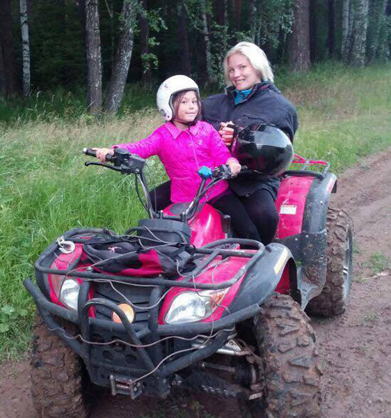 Светлана Силина, директор туристического агентства, с дочкой, фото