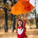 Вероника Сазонова, 4 года. Прогулка в дубовой роще вызывает невероятные эмоции счастья!!!