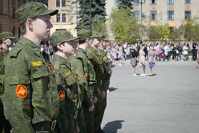 В Челябинске станцевали вальс победы
