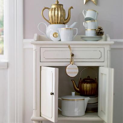 Удобно, когда в столовой есть дополнительный предмет мебели – небольшой буфет!
