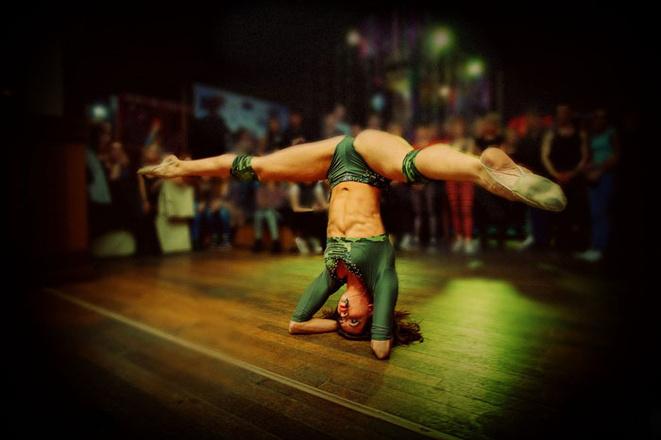 Стрип-пластика: сексуальные танцовщицы. Фото