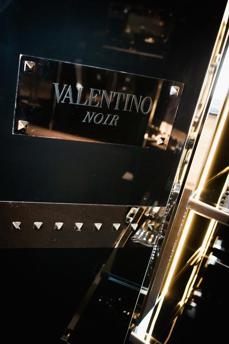 Коктейль в бутике Valentino