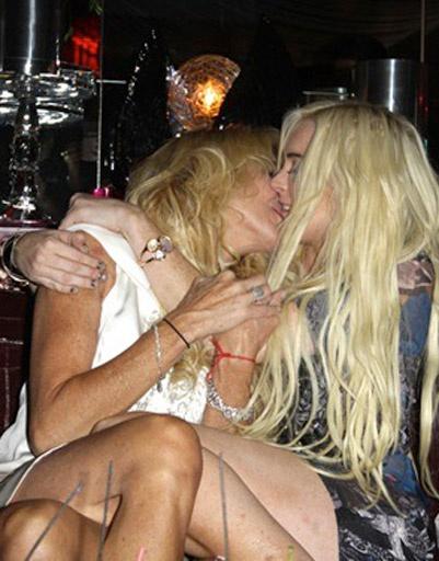 Линдсей Лохан (Lindsay Lohan) и ее мама Дина Лохан (Dina Lohan)