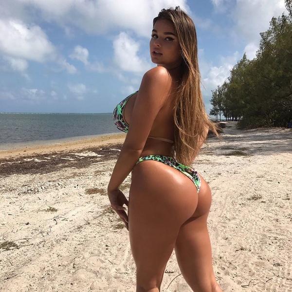 Женщины на пляже в мини бикини фото 309-559