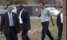Барака Обаму ударили по лицу