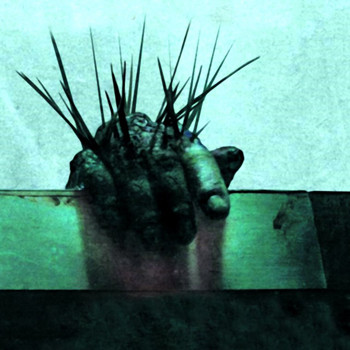 «Заноза» - это не «Пила», хотя стиль оформления главного постера к фильму, конечно, отсылает к успешному коллеге нового ужастика