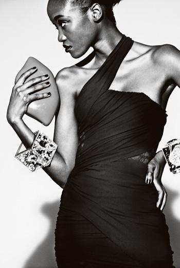 платье из шелкового шифона и кружева, Balmain; сумочка-клатч из перспекса, Lulu Guinness; браслеты, Erickson Beamon