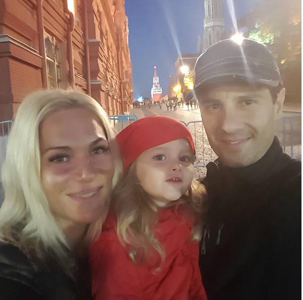 Антон Макарский показал дочке Маше московское метро