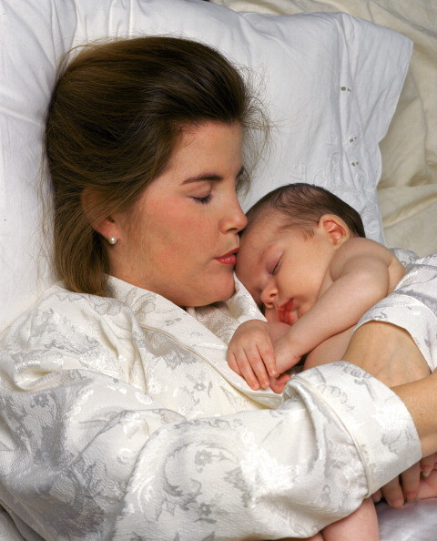 Почему малыш плачет во время кормления