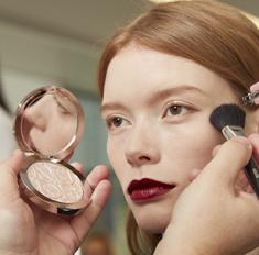Тренд: как создать макияж с осеннего показа Dior