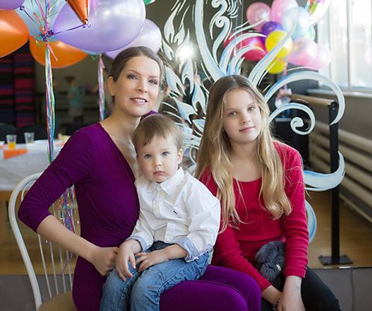 Дизайнер Ксения Курочкина с детьми, фото
