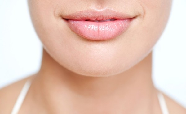 К чему чешутся губы - примета