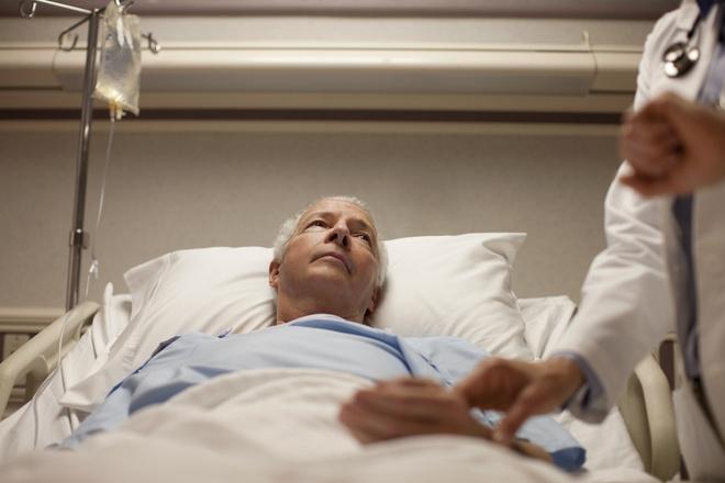 Посещение больных – к неприятным известиям, так неоднозначно расшифровывается сон, который вам снится.