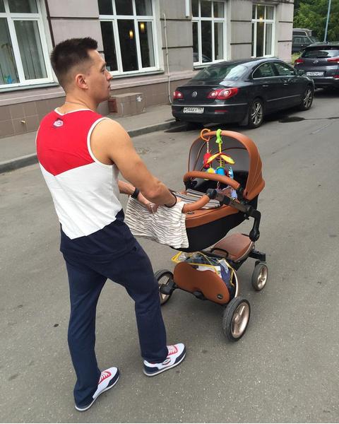 Гимнаст Антон Голоцуцков