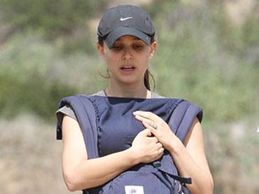 Натали Портман во время прогулки с сыном по лос-Анджелесу