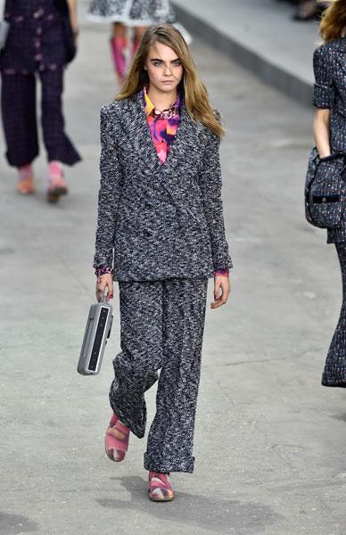 Показ Chanel весна-лето 2015