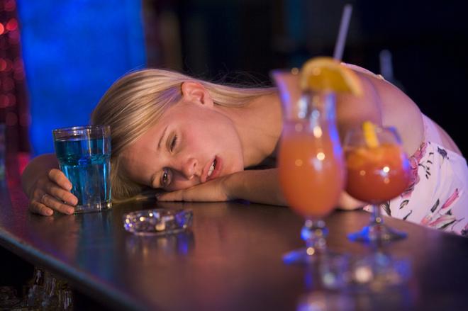 Не стоит в Новогоднюю ночь выпивать сверх меры и позорить себя и своего мужчину