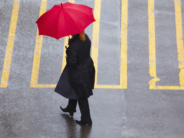 Женщина под дождем