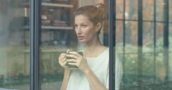 Жизель Бюндхен показала свой дом в рекламном ролике