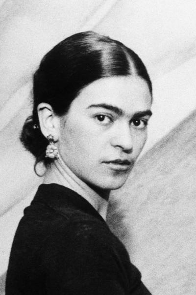 Художница Фрида Кало ввела в моду широкие брови