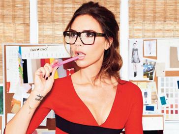 """Виктория Бекхэм (Victoria Beckham) отлично смотрится в образе """"ботана"""""""