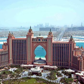 Громадную территорию возле пятизвездочного отеля The Palm Atlantis занимает водный парк Aquaventure.