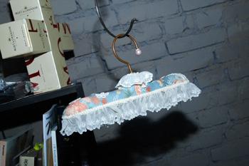 Декоративная вешалка – подарок друзей. Ее размер – около 25 см. Символично для мастерской. Именно здесь скоро будут находиться готовые изделия от марки Tegin!