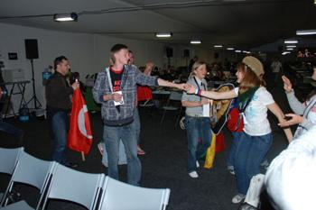 В момент выступления Петра Налича в пресс-центре «Евровидение-2010» журналисты не только писали последние новости, но и успевали танцевать.
