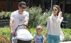 Джессика Альба провела выходные с семьей