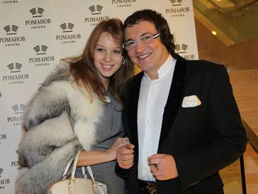 Дмитрий Дибров и его жена Полина готовят подарок к дню рождения сына