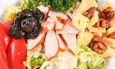 Салат с черносливом в нескольких вариациях