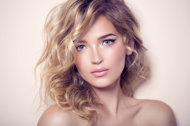 Цвет волос перламутрово кремовый