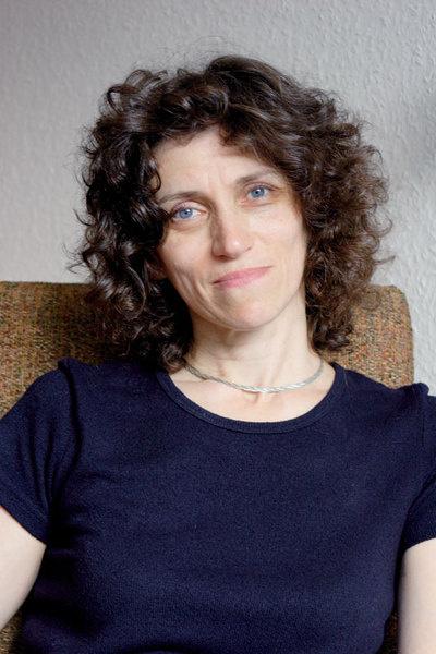 Екатерина Калмыкова – действительный член Международной психоаналитической ассоциации, член Московского психоаналитического общества.