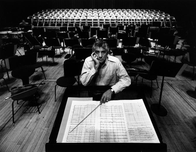 Арнольд Ньюман. Леонард Бернстайн, дирижёр, композитор, преподаватель, Филармония, Нью-Йорк, 1968