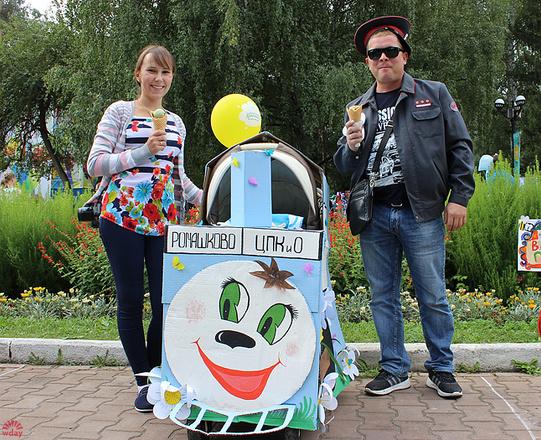 Светлана и Александр Хомутинины, Парад колясок в Екатеринбурге 2016, фото