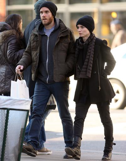 Руни Мара (Rooney Mara) и ее бойфренд на прогулке по Нью-Йорку