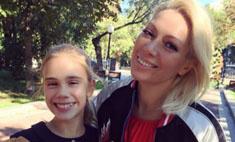 Здравствуй, школа: звезды с детьми на линейке 1 сентября