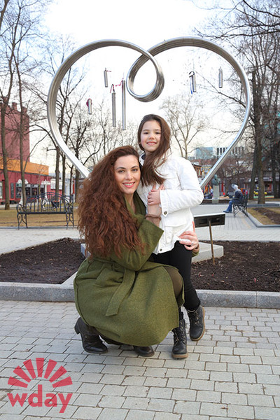yanina-sokolovskaya-intim-foto-podrugoy-lesbi-doma