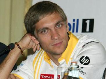 Виталий Петров подписал контракт с «Лотус Рено»