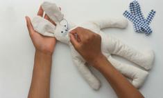 Зайка для ребенка... из носочков