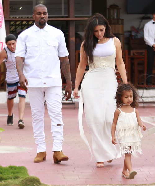 Ким Кардашьян с семьей на Кубе