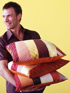 Как украсить подушку своими руками?