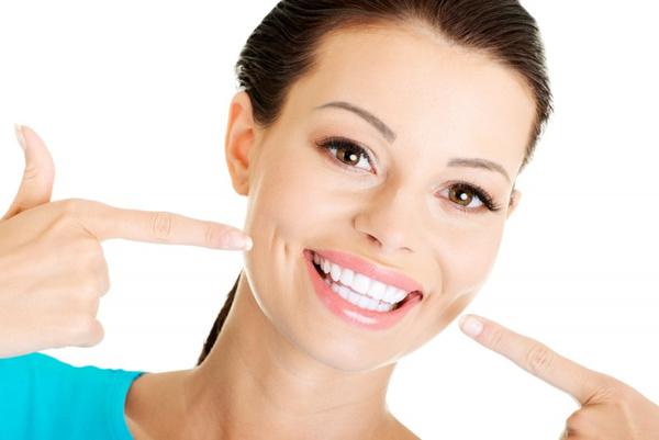 Как активированным углем отбелить зубы