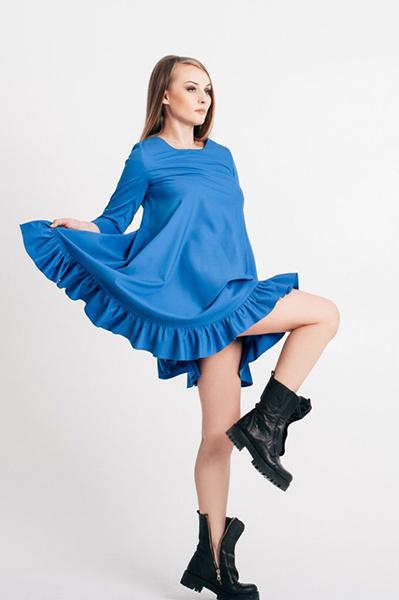 Голубое платье с кедами