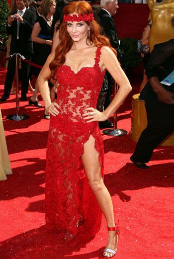 Фиби Прайс (Phoebe Price): красный чулок вместо платья ничуть не лучше синего