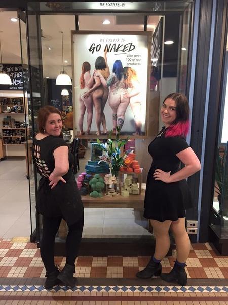 Сотрудницы магазина косметики разделись в защиту естественной красоты