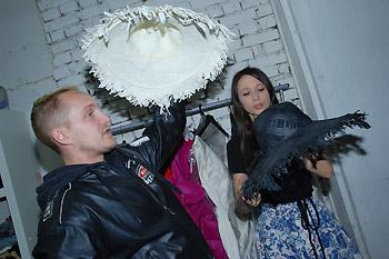 У Даши в гостях мы застали стилиста Дениса Луппова.