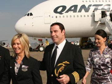 Видео с участием Джона Траволты (John Travolta) будут показывать в самолетах