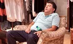Баю-бай: вид мужчин, которые засыпают во время шопинга