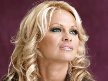 Памела Андерсон (Pamela Anderson) решила научить своего бывшего бойфренда держать слово